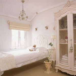 Interior Décor Ideas For A Vintage Bedroom